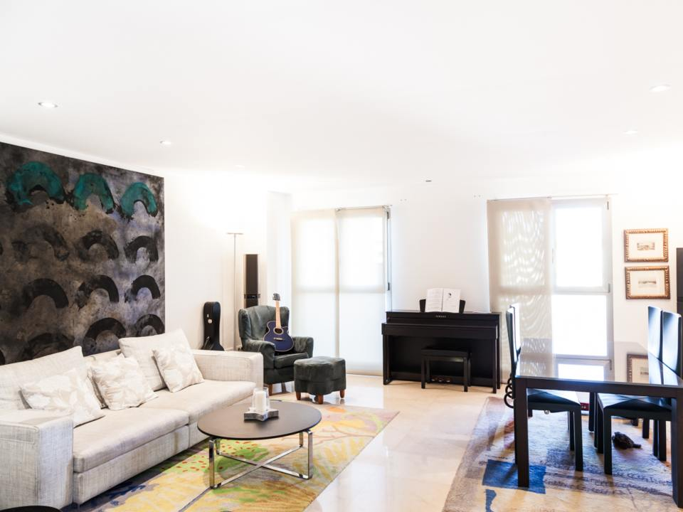 Modern Renovated 2 Bedroom Apartment For Rent In The Gran Via Area Of Valencia