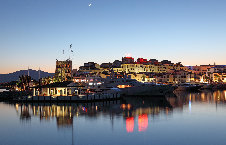 Luxury properties for sale in marbella and costa del sol for Puerto banus costa del sol