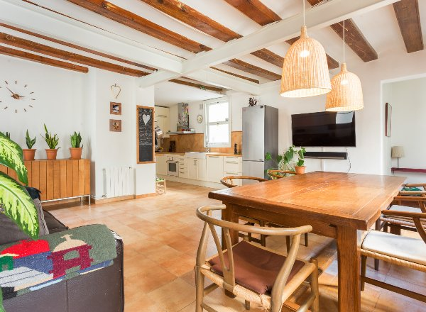 Buy and rent investment property in the heart of the Gothic quarter (Barcelona)